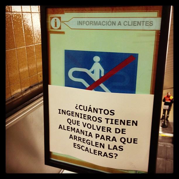 Cartel de Escalera Rota en Metro de Madrid